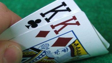 nel poker vince doppia coppia o tris?